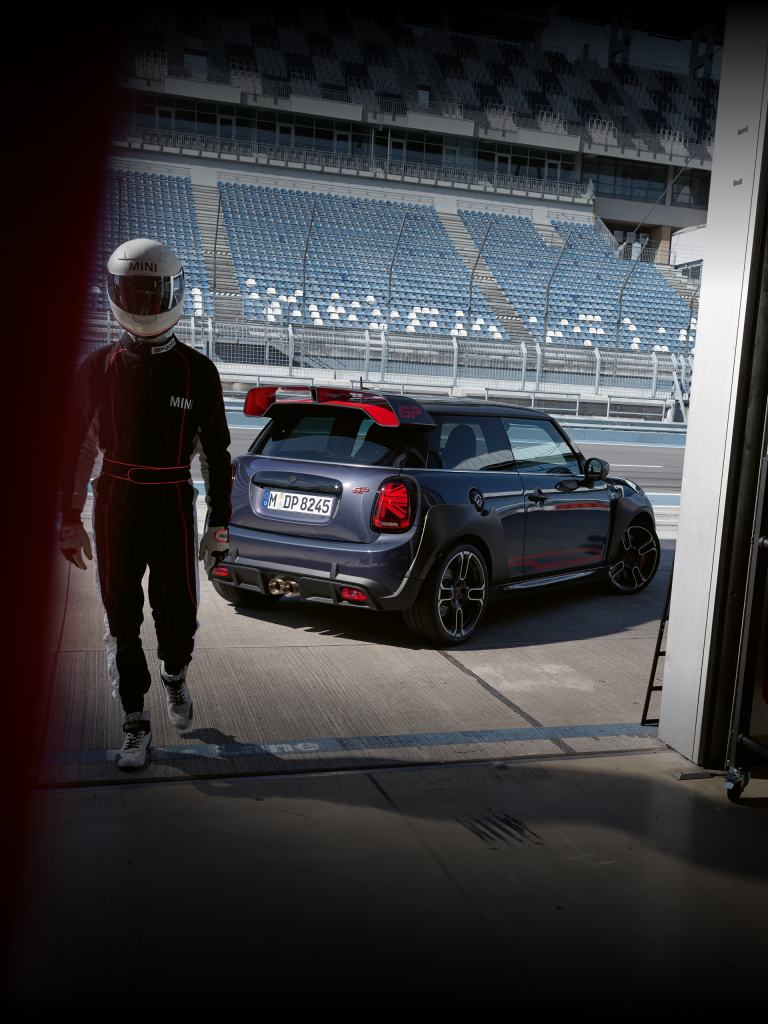 MINI John Cooper Works GP – imagine din lateral şi din spate – circuit de curse
